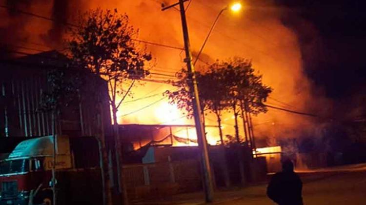 Gran Incendio destruya fábrica en Pudahuel