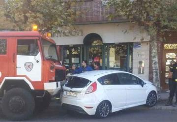 Un camión de Bomberos arrolla a un vehículo en León