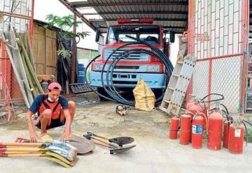 Bomberos en Ecuador arden en necesidades