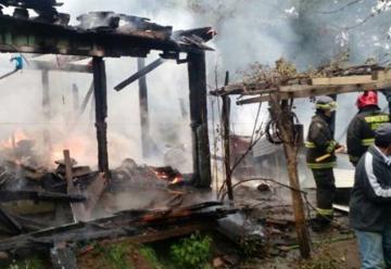 Incendios arrasan con dos viviendas en provincia del Bío Bío