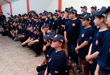 Los cadetes de Bomberos ya tiene su propia indumentaria