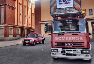 Dos bomberos resultan heridos mientras extinguían un incendio