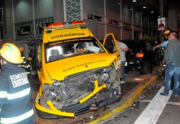 Seis personas heridas tras choque de una ambulancia