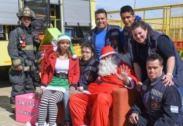 Bomberos recolectan golosinas para donar en esta Navidad