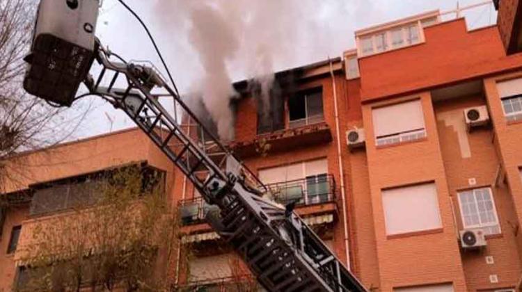 Un bombero herido tras el incendio de una vivienda de Albacete