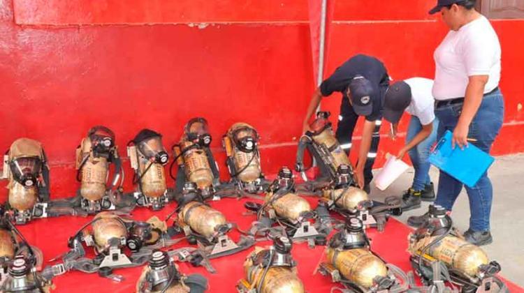 Donan equipos de respiración autónoma a bomberos orenses