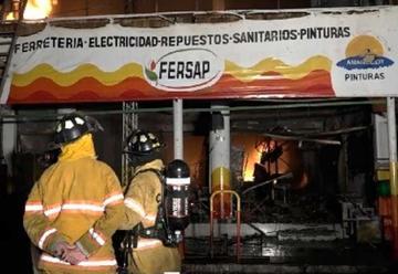 Fuego consume un local del Mercado de San Lorenzo