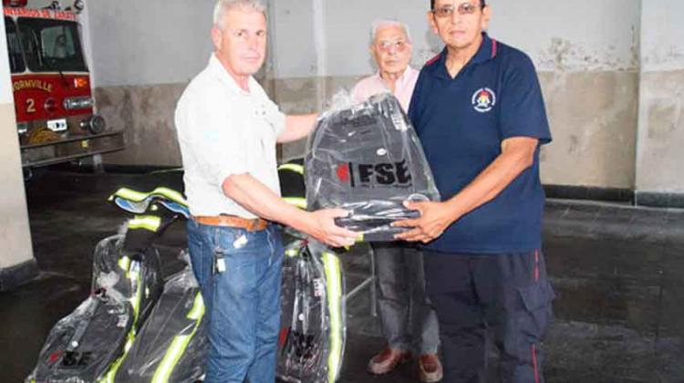 Bomberos recibieron una donación de equipos estructurales