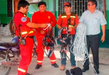 Bomberos reciben lote de cuerdas para rescate