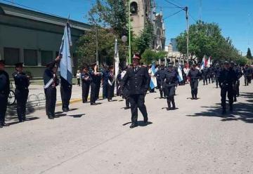 Se realizó el desfile por los 50 años de Bomberos de Castelli