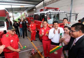 Arreglan camión quemado para nueva compañía de bomberos