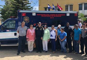 Bomberos recibe donativo de ambulancia en San Juan del Sur