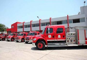 Dos nuevas máquinas de bomberos llegan para el distrito