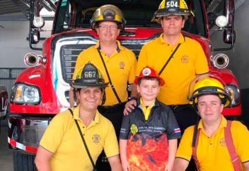 """""""Rafita"""" cumplió su sueño de ser bombero"""