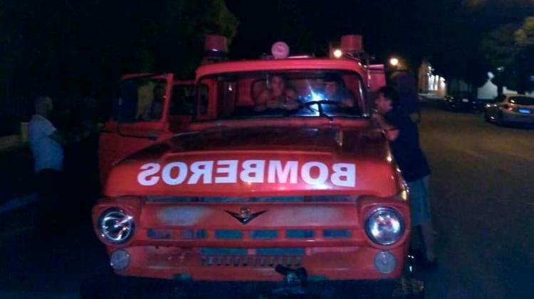 Bomberos de Bernasconi donó autobomba a Doblas
