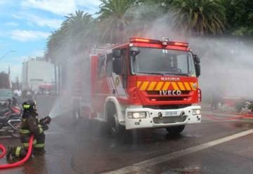 """Cuerpo de bomberos """"bautizó"""" nuevos carros"""