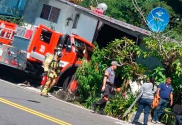 Camión de bomberos se accidenta en Chiriquí