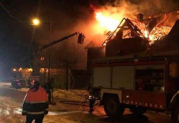 Tres bomberos heridos en un incendio en Benasque