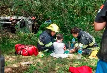 Conmueve gesto de bomberos con un niño en un accidente