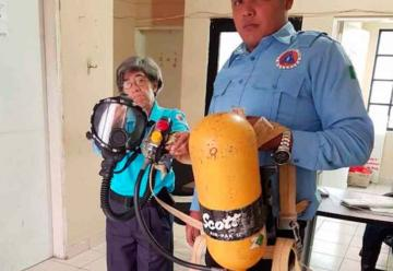 Reciben Bomberos equipos de rescate