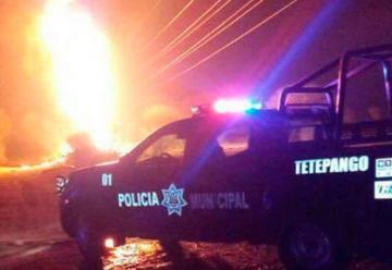 Incendio en ducto deja tres bomberos lesionados
