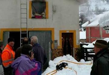 Bomberos quedan atrapados por un alud tras sofocar un incendio