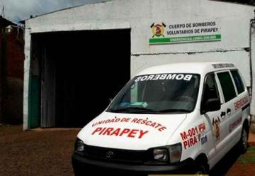 Bomberos venden asaditos para equipar ambulancia