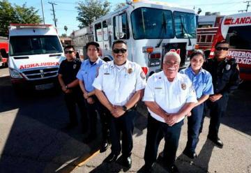 Suman máquinas extinguidoras y ambulancias a bomberos
