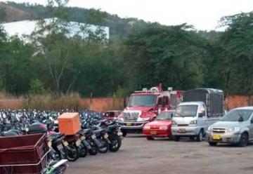 Inmovilizan carro de bomberos tras accidente de tránsito