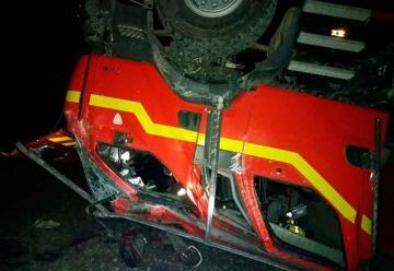 Volcamiento de carro de Bomberos dejó seis lesionados
