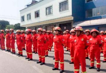59 bomberos voluntarios se graduaron en Lima