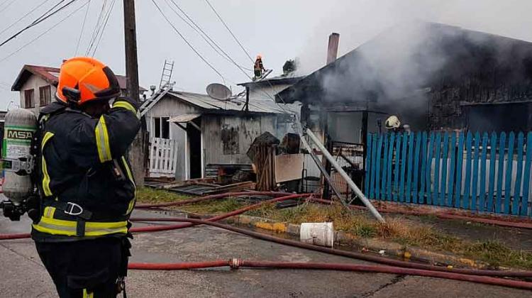 Cuatro casas fueron destruidas en un incendio en Puerto Montt