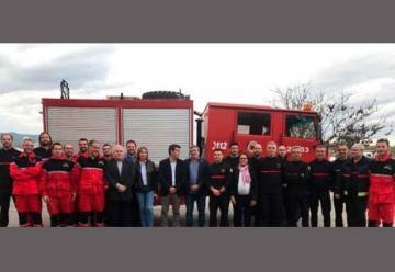 Bomberos entrega un camión a Mariola Verda para luchar contra los incendios