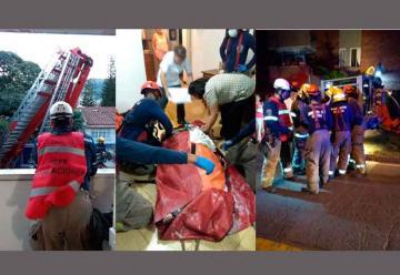 Bomberos de Cali rescatan a mujer con 250 kilos de peso