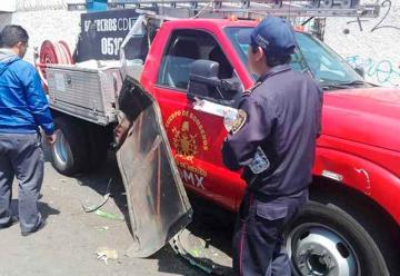 Choque entre micro, patrulla y bomberos deja destrozos