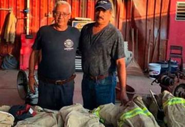 Bombero de Texas dona uniforme a Bomberos Manzanillo