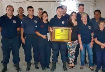 Homenaje a bomberos que participaron en los incendios del sur