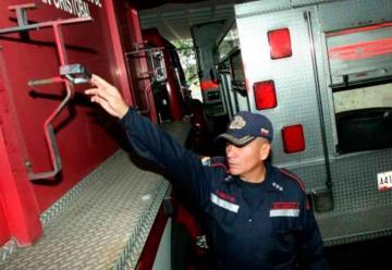 Bomberos de San Cristóbal trabajan con sus propios recursos