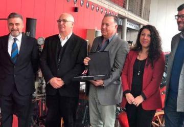 Tres bomberos jubilados han sido conmemorados por su labor