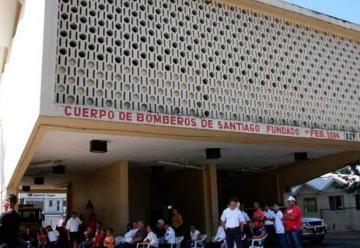 Bomberos de Santiago reclaman mejores salarios y terminar Estación