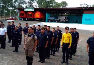 Bomberos son capacitados por especialistas costarricenses