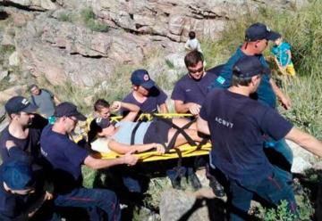 Bomberos deTornquist acudieron al rescate de una mujer en las sierras