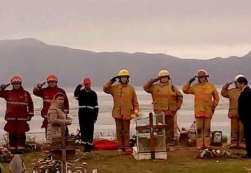 Bomberos Voluntarios de Tierra del Fuego homenajearon a Diego Sánchez