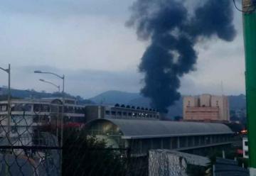 Incendio de gran magnitud en la proveeduría de Corpomiranda