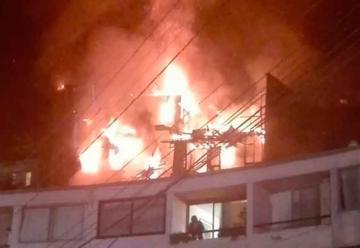 Tres bomberos resultaron heridos en un incendio en Valparaíso