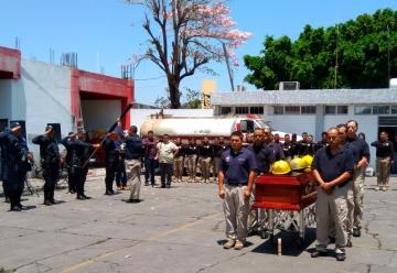 Realizan homenaje a bomberos muertos en autopista de Nayarit