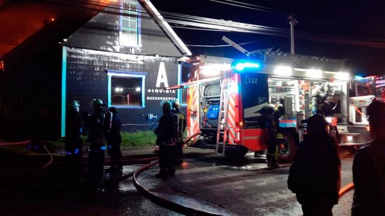 Dos bomberos resultaron lesionados enIncendio de restaurante en Puerto Varas
