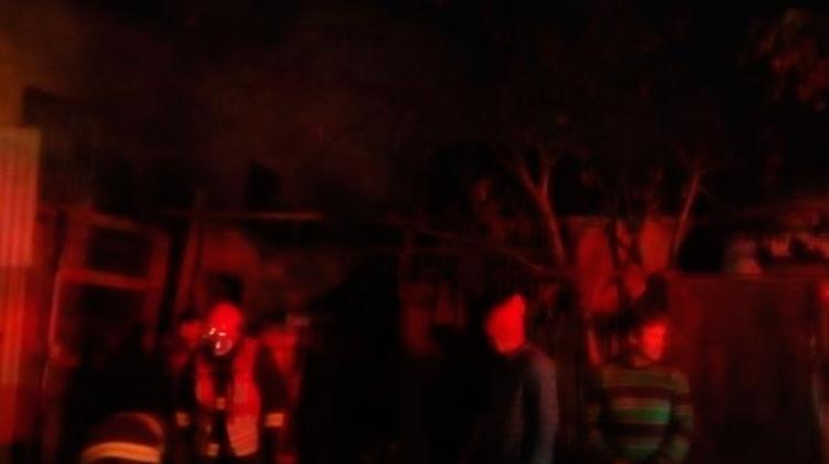 Bombero se lesiona combatiendo incendio que destruyó vivienda