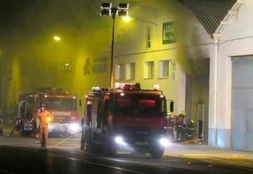 Un bombero herido en un incendio de un pabellón en Alfaro
