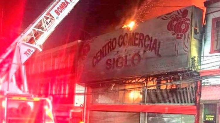 Gran Incendio en locales comerciales en el centro de Antofagasta